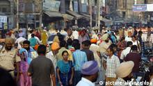 epa02967874 Indian people walk in a crowded street in the northern Indian city of Amritsar, 15 October 2011. According to a statement released by United Nations Environment Programme (UNEP), the world_s population is set to hit the seven billion mark on 31 October 2011 and India would overtake China in population count by 2030 with population mark hitting 1.6 billion, according to estimates. According to reports, UN Secretary General Ban Ki-Moon and the executive chief of the UN Population Fund Babatunde Osotimehin launched 'The 7 Billion Actions Initiative' on 14 September. There are two aims of this initiative, one is to let more people understand the opportunity and challenge which are brought by the 7 billion people, and the other one is to encourage each country and organization to take active actions of seven issues which are poverty and unequal, enhancing women's right, health reproduction, youthful welfare, aging of population, and environment and urbanization. EPA/RAMINDER PAL SINGH +++(c) dpa - Bildfunk+++