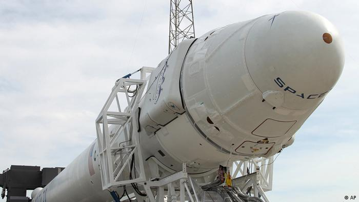 SpaceX Falcon 9 Rackete mit Dragon Raumkapsel
