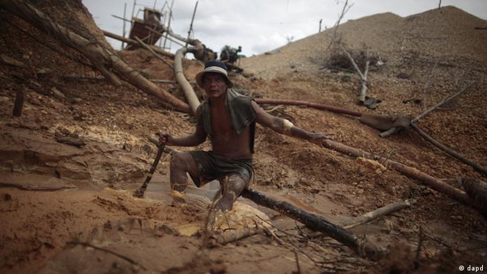 Buscador de oro en Perú.