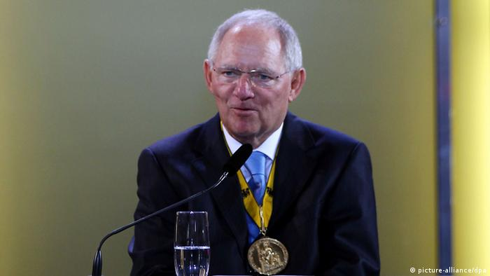 Schäuble speaking at the Aachen award ceremony