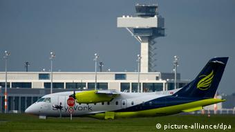 Berlin airport photo: Patrick Pleul dpa/lbn