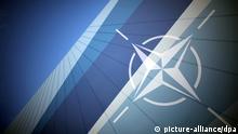 ARCHIV - Das NATO-Logo im NATO-Pressezentrum, aufgenommen am 03.04.2009 in Straßburg. Der Nato-Gipfel findet zwei Tage nach dem G8-Gipfel vom 21.05.2012 bis 22.05.2012 in Chicago statt. Der G8-Gipfel 2012 findet vom 18.05.2012 bis 19.05.2012 unter US-amerikanischem Vorsitz durch Präsident Barack Obama in Camp David statt. Foto: Fredrik von Erichsen dpa (zu dpa-Themenpaket «G8- und Nato-Gipfel in den USA» vom 14.05.2012) +++(c) dpa - Bildfunk+++