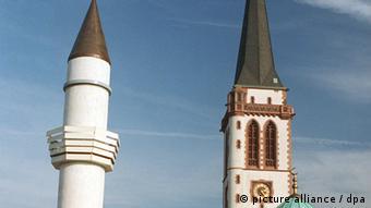 Minaret i crkveni toranj