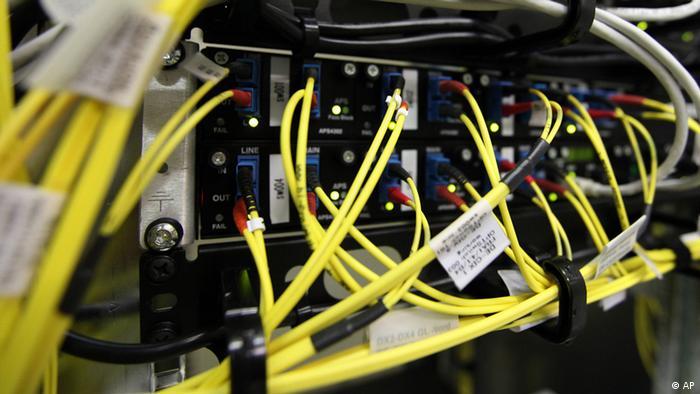 Breitbandkabel in einem Rechenzentrum in Frankfurt am Main