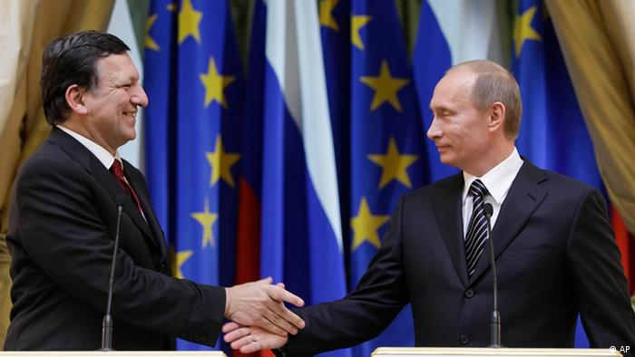 Russian Prime Minister Vladimir Putin, right, shakes hands with European Commission President Jose-Manuel Barroso after their news conference in Moscow, Russia, Friday, Feb. 6, 2009. Russia and the European Union tested the troubled waters of their relationship Friday, holding the first top-level meetings since a chilling two-week cutoff of Russian gas supplies via Ukraine. (AP Photo/Alexander Zemlianichenko)