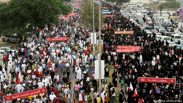 Pro-reform protesters march along Budaiya highway north of Manama, Bahrain, 18 May 2012.