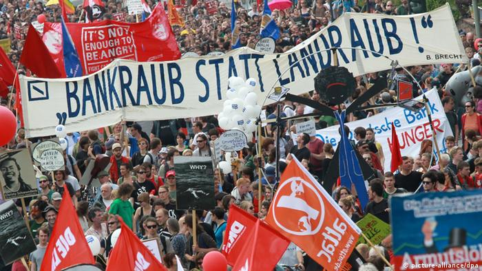 A mass of demonstrators in Frankfurt's inner city