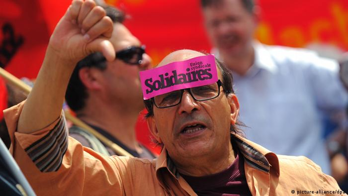 Protestor wearing pick sticker on forehead that reads Solidaires