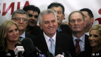 Tomislav Nikolić slavi pobjedu na predsjedničkim izborima