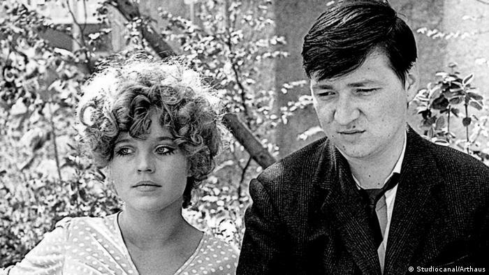 Szene aus dem Fassbinder-Film Katzelmacher mit Fassbinder und Hanna Schygulla (Foto: Studiocanal/Arthaus-DVD)