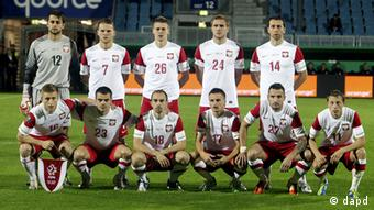 Poland's team is seen prior to a test soccer match between Poland and Belarus in Wiesbaden, Germany, Tuesday, Oct.11, 2011. The draw for the final tournament of the Euro 2012 is to be held on Friday, Dec. 2, 2011 in Kiev, Ukraine. (Foto:Michael Probst/AP/dapd)