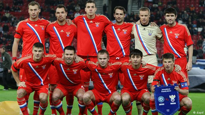 Russia's national team pose for a photo prior an international friendly soccer match, against Greece, at Karaiskaki stadium, Piraeus, near Athens, on Friday, Nov. 11, 2011. The draw for the final tournament of the Euro 2012 is to be held on Friday, Dec. 2, 2011 in Kiev, Ukraine. (Foto:Petros Giannakouris/AP/dapd)