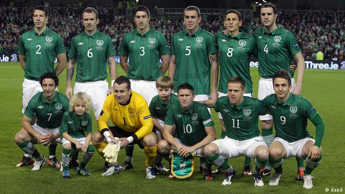 Republic of Ireland team pose before playing against Estonia during their Euro 2012 Qualifier play-off second leg at the Aviva Stadium, Dublin, Ireland, Tuesday, Nov. 15, 2011. The draw for the final tournament of the Euro 2012 is to be held on Friday, Dec. 2, 2011 in Kiev, Ukraine. (Foto:AP/dapd)