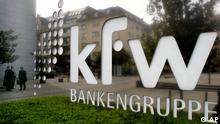 Das Logo der Kreditanstalt fuer Wiederaufbau ist am Donnerstag, 18. September 2008, auf dem Gebaeude der KfW in Frankfurt am Main zu sehen. (AP Photo/Michael Probst) ---The logo of German KfW bank is seen in Frankfurt, central Germany, Thursday, Sept. 18, 2008. (AP Photo/Michael Probst)
