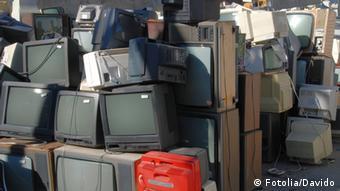 Παλιές τηλεοράσεις και κομπιούτερ