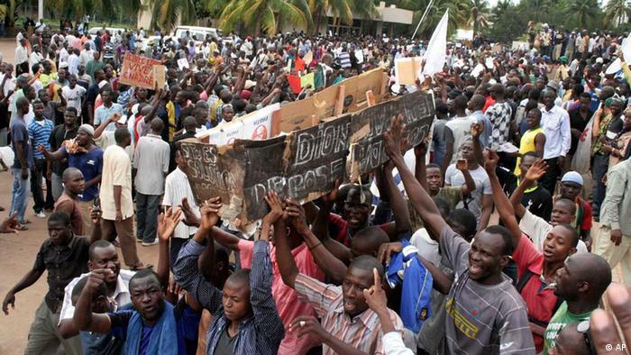 تظاهرات مخالفان پس از کودتا در پایتخت مالی