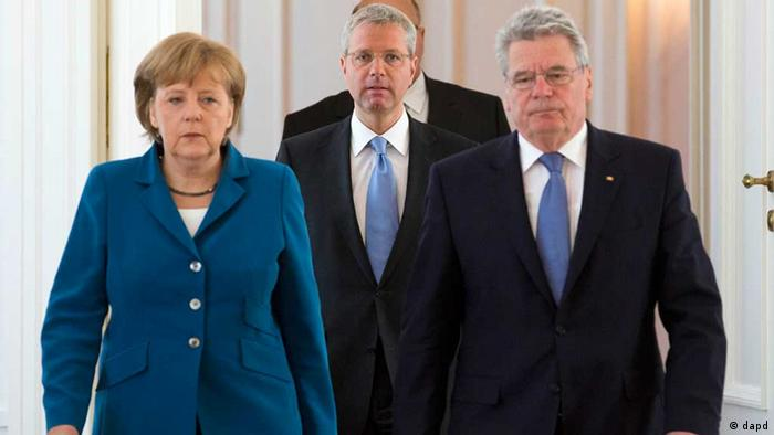 Angela Merkel, Norbert Röttgen und Joachim Gauck (22.05.2012) (dapd)