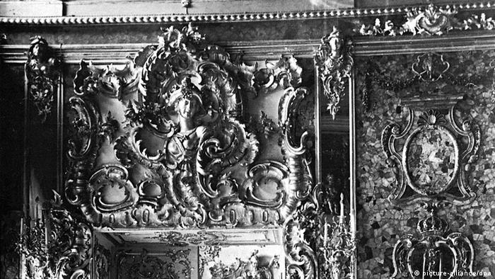 historical image of amber room in St. Petersburg (picture-alliance/dpa)