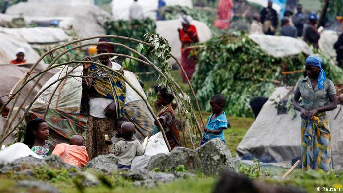 Refugees from the Democratic Republic of Congo construct makeshift shelters at a refugee camp at Bunagana near Kisoro town 521km (312 miles) southwest of Uganda capital Kampala, May 15, 2012. The refugees fled the Masisi region in Congo's North Kivu province since fighting broke out between Congolese troops and fighters loyal to a renegade general Bosco Ntaganda. Clashes erupted after Congolese President Joseph Kabila announced last month he would try to arrest renegade General Ntaganda, wanted by the International Criminal Court (ICC) for war crime in northeastern Congo's ethnic conflict. Picture taken May 15, 2012. REUTERS/James Akena (UGANDA - Tags: SOCIETY CIVIL UNREST POLITICS)