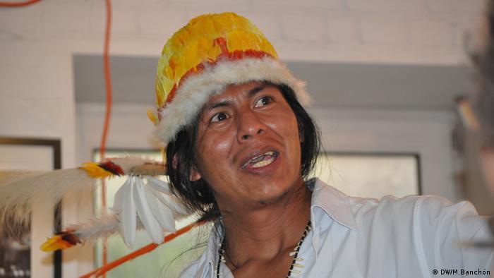 Bu´ú Yepamamahsa, Indianerführer Amazonien, Veranstaltung über die Situation der Indianer in Kolumbien/Brasilien, Maison de l´Amerique Latine. Copyright: DW/Mirra Banchón Brüssel, 22.05.2012