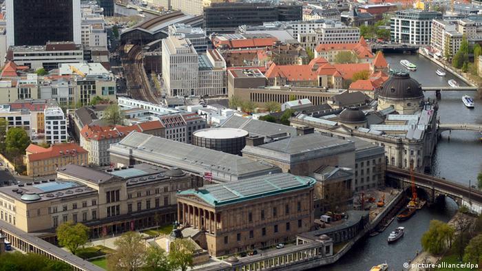 Вид на Музейный остров со смотровой площадки на телевизионной башне