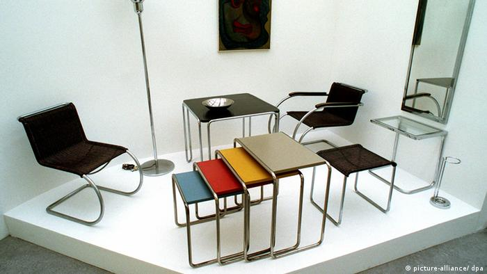 Tubular steel furniture by Marcel Breuer and Ludwig Mies van der Rohe (picture-alliance/ dpa)
