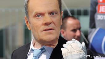 Klimaschutzaktivisten spielen Donald Tusk vor dem Kanzleramt. Ort: Berlin Zeit: 25.5. Foto: DW/Romaniec