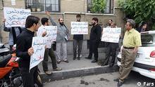 تجمع بسیجیها مقابل خانه سینما در اعتراض به بازگشایی آن