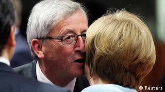 Luxemburg's Premiersminister Jean-Claude Juncker begrüßt Bundeskazlerin Angela Merkel (Foto: Reuters)