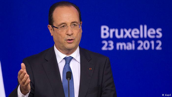 French President Francois Hollande gestures as he speaks to the media during a press conference at an EU summit at the European Council building in Brussels, Thursday, May 24, 2012. The leaders of the 27 countries that make up the European Union meet in Brussels to try and find a way to keep the debt crisis in Europe from spiraling out of control and promote jobs and growth. (Foto:Michel Euler/AP/dapd)