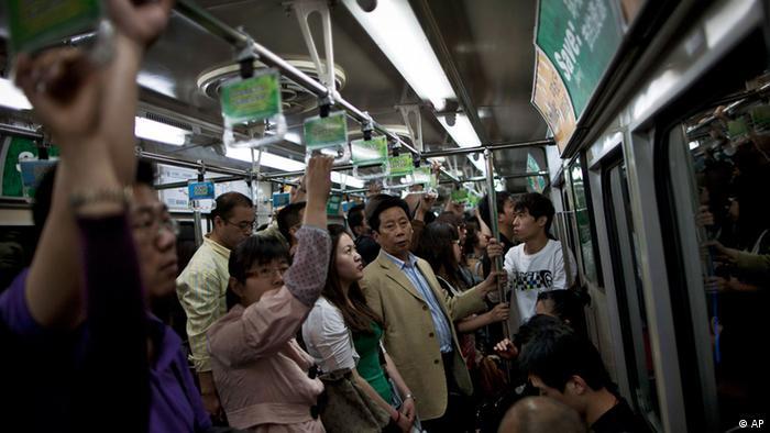 Überfüllte U-Bahn in Peking (AP)