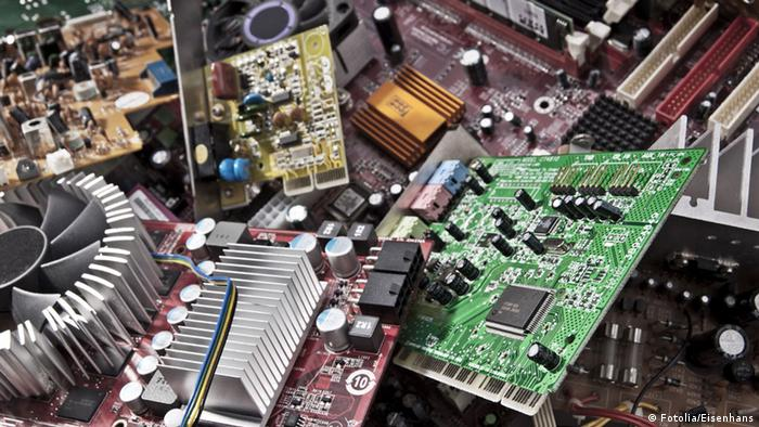 Як утилізують стару електроніку в Україні?