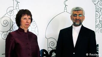 European Union foreign policy chief Catherine Ashton (L) and Iran's chief negotiator Saeed Jalili pose for the media before their meeting in Baghdad May 23, 2012. REUTERS/Thaier al-Sudani (IRAQ - Tags: POLITICS)