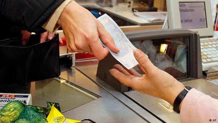 Оплата покупок на кассе супермаркета
