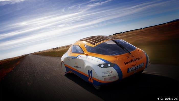 Das Solarauto Solarworld GT fährt um die Welt, nur mit Sonnenenergie. Hier in Neuseeland. Copyright: SolarWorld AG Mai, 2012