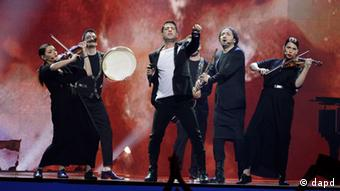 Zeljko Joksimovic, center, of Serbia performs during the final show of the 2012 Eurovision Song Contest at the Baku Crystal Hall in Baku, Sunday, May 27, 2012. (Foto:Sergey Ponomarev/AP/dapd)