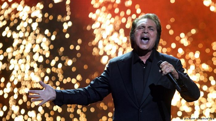 epa03237135 Engelbert Humperdinck of United Kingdom performs the song 'Love Will Set You Free' during the Grand Final of the Eurovision Song Contest 2012 in Baku, Azerbaijan, 26 May 2012. Twenty-six contestants compete for the trophy of the 57th Eurovision Song Contest. EPA/SERGEI ILNITSKY