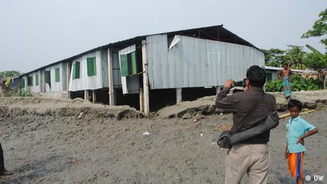 Bangladesch Häuser für die Betroffenen Flüchtlinge der Stürme Aila und Sidr
