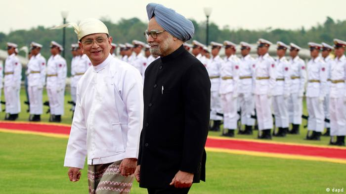 Burmese President Thein Sein, left, with Indian Prime Minister Manmohan Singh