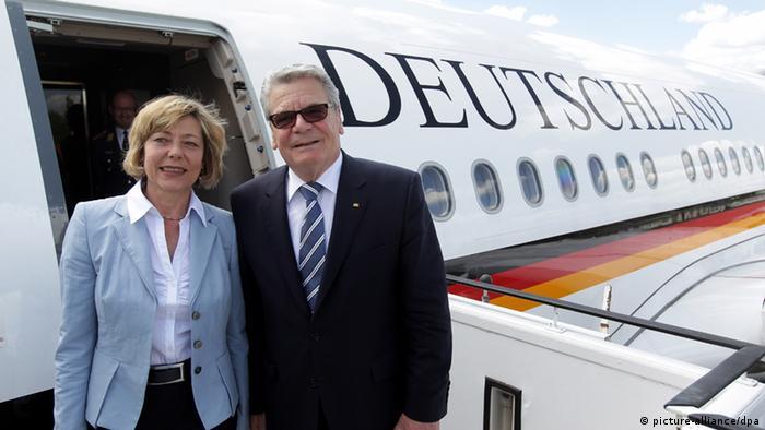 یواخیم گاو، رئیسجمهور آلمان به همراه دانیلا شات، شریک زندگیاش