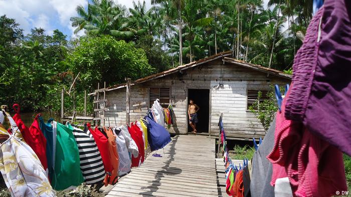 A house with fresh laundry outside