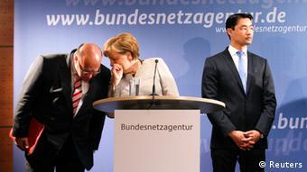 Merkel, el ministro alemán de Medio Ambiente, Peter Altmaier, y Philipp Rösler, ministro de Economía.