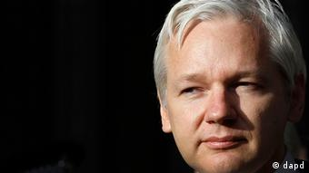 Fundador do Wikileaks permanece refugiado na Embaixada do Equador