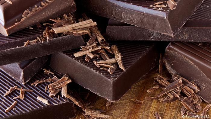 تحتوي الشوكولاته الداكنة على نسبة عالية من الألياف ونسبة سكر منخفضة نسبياً. كما أنها تحتوي على مضادات الأكسدة.