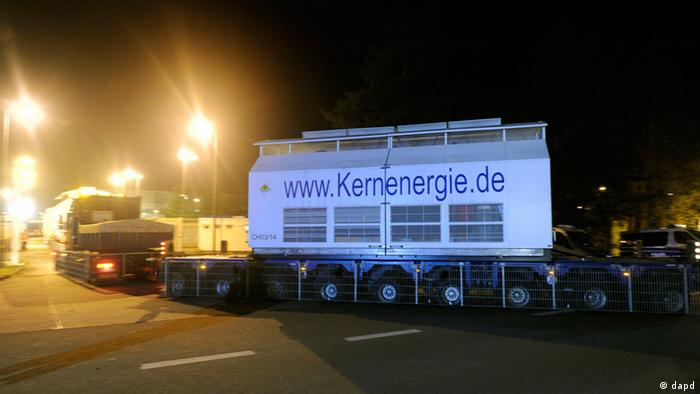 Nuclear waste is transferred to Gorleben (Photo: Nigel Treblin)