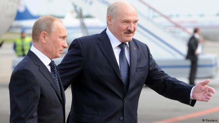 Belarussian President Alexander Lukashenko (R) walks with his Russian counterpart Vladimir Putin at the national airport in Minsk May 31, 2012.