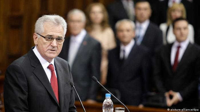 epa03243341 New Serbian president Tomislav Nikolic delivers a speech as he is sworn in at the Serbian parliament following an inaugurational session, in Belgrade, Serbia, 31 May 2012. Serbia's former hardline nationalist and anti-Western leader Tomislav Nikolic was sworn in as the country's new president on 31 May. Nikolic, 60, took the oath of office during the first session of the parliament that was elected on 06 May. He unexpectedly had defeated two-time president Boris Tadic in a presidential run-off vote on 20 May 2012. EPA/ANDREJ CUKIC