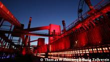 Beleuchtete Industriegebäude der Stiftung Zeche Zollverein in Essen