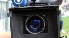 Eine mobile TV-Kamera der ARD, aufgenommen am 21.05.2005 in der Sch¸coArena Bielefeld. Foto: Franz-Peter Tschauner +++(c) dpa - Report+++, Eine mobile TV-Kamera der ARD, aufgenommen am 21.05.2005 in der Sch¸coArena Bielefeld. Foto: Franz-Peter Tschauner +++(c) dpa - Report+++