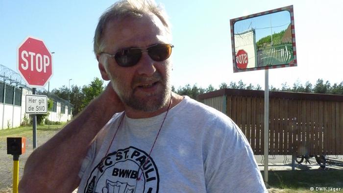 Axel Frohn, V-Steiger von der DBE (Deutsche Gesellschaft zum Bau und Betrieb von Endlagern für Abfallstoffe mbH, vor dem Erkundungsbergwerk in Gorleben. Copyright: Karin Jäger/ 25.05.2012, Rechtefrei für DW